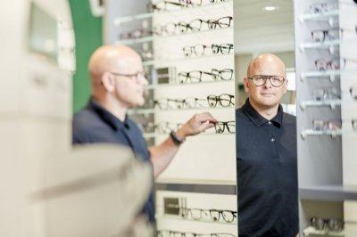 Lokal optiker: Det skal du gøre, hvis du får håndsprit i øjnene
