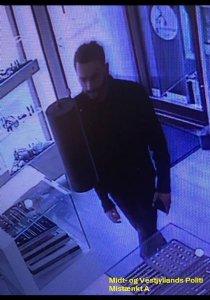 Efterlyser mistænkte for tyveri ved guldsmede i Skive og Silkeborg